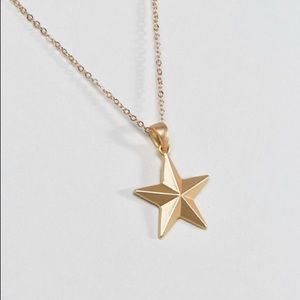 🌟✨ NWT Gold Star Necklace ✨🌟
